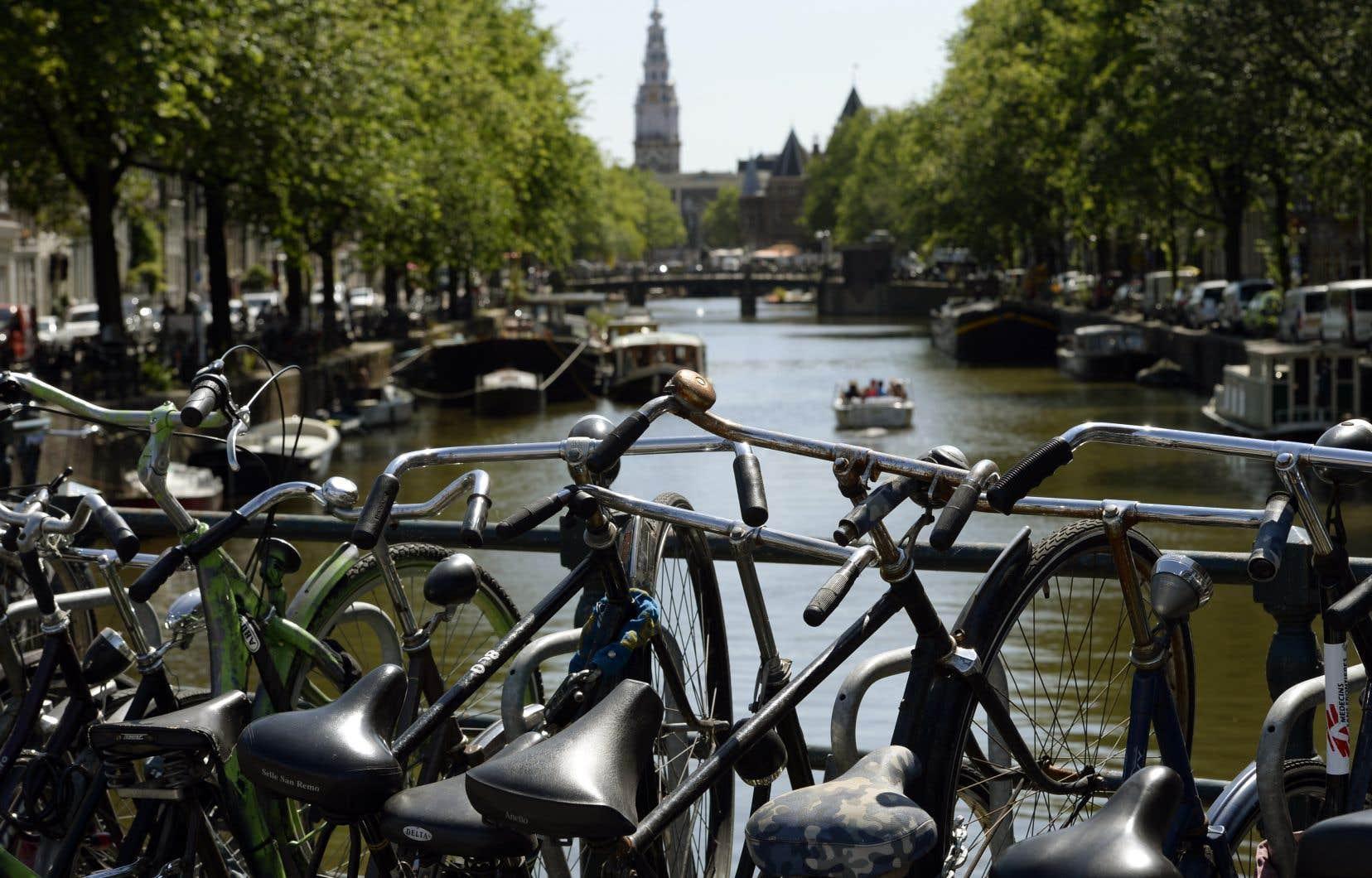 Aux Pays-Bas, se déplacer à bicyclette est un mode de vie: le pays compte près de 23millions de vélos pour 17 millions d'habitants.