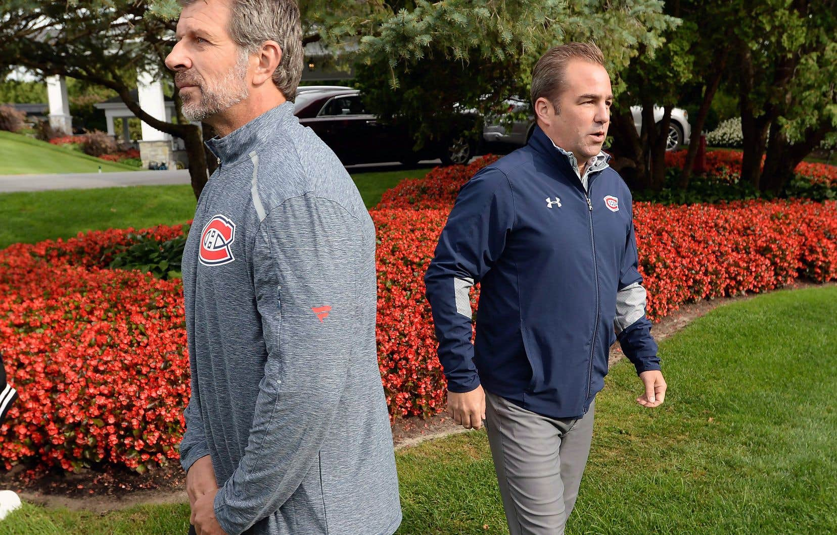 Le propriétaire du Tricolore, Geoff Molson (à droite), et son directeur général, Marc Bergevin, lors du Tournoi de golf des Canadiens, à Laval, en septembre