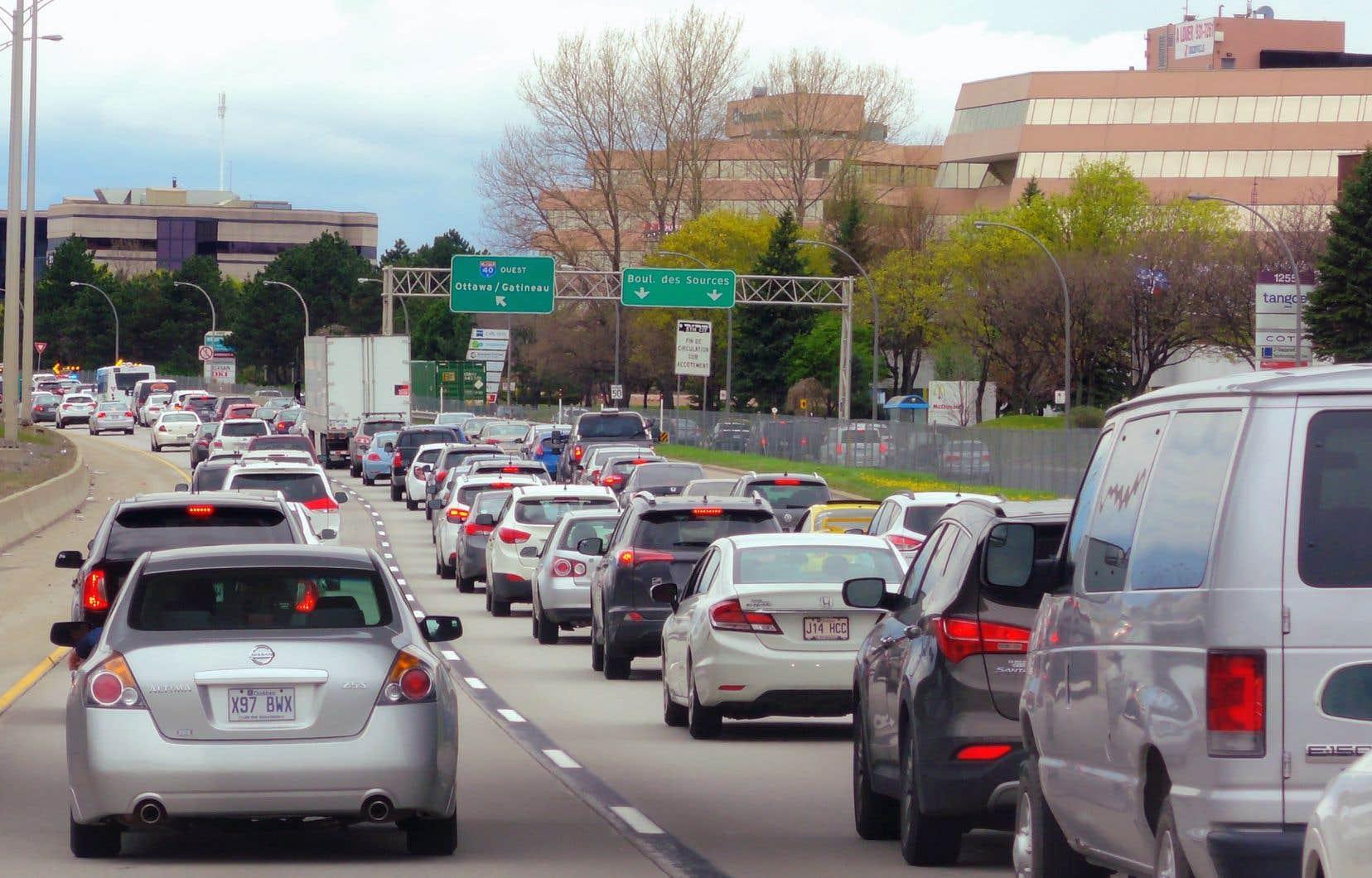 Un gouvernement péquiste s'alignerait sur l'État de la Californie, qui souhaite garder le cap sur le plan de réduction des émissions de gaz à effet de serre des véhicules mis en place par le gouvernement de Barack Obama.
