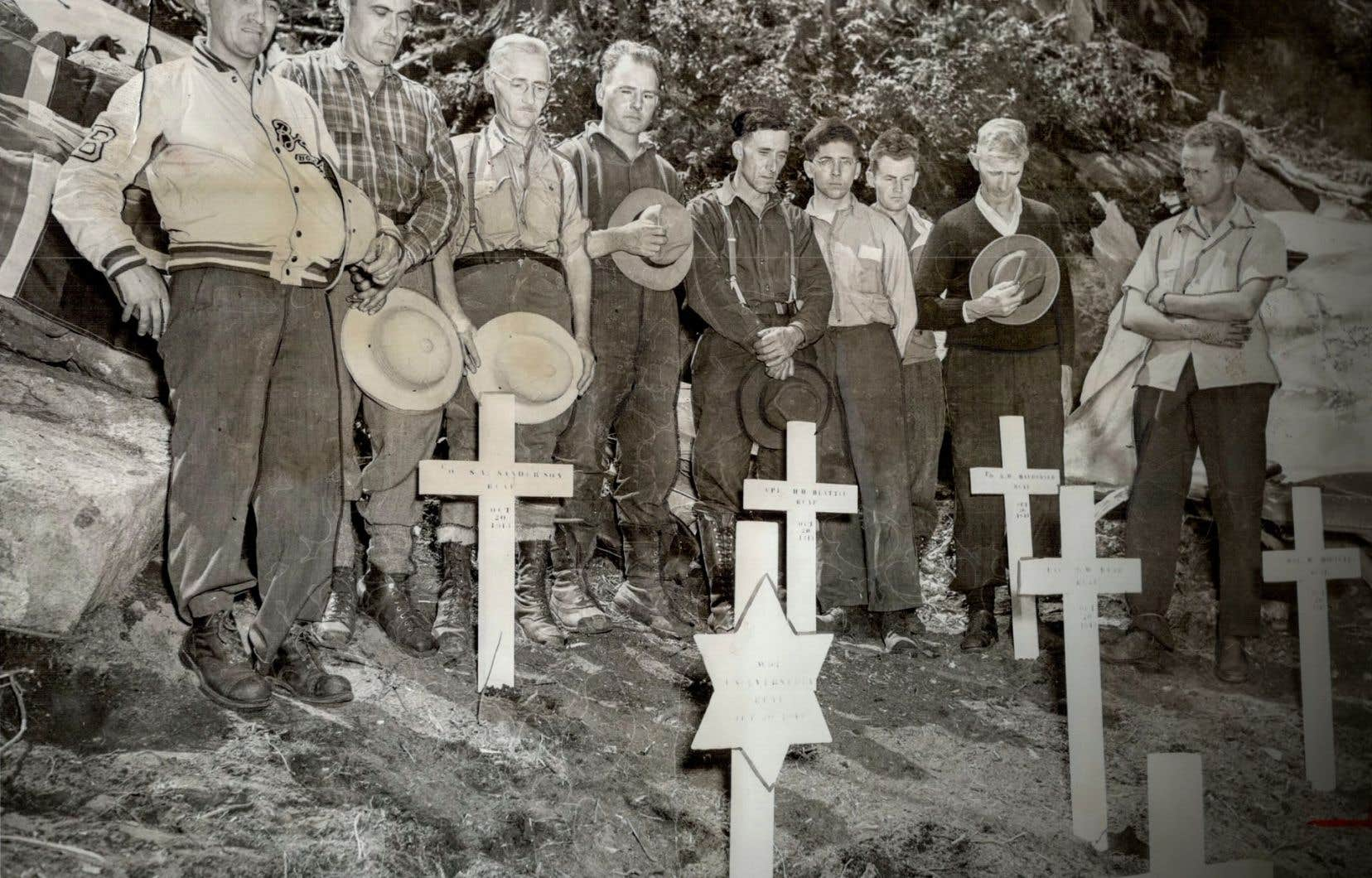 Le père de Steve Sanderson (deuxième à gauche) a ainsi nommé son fils en souvenir de son frère, Stephen Andrew Sanderson, mort dans l'écrasement de l'avion qu'il pilotait.