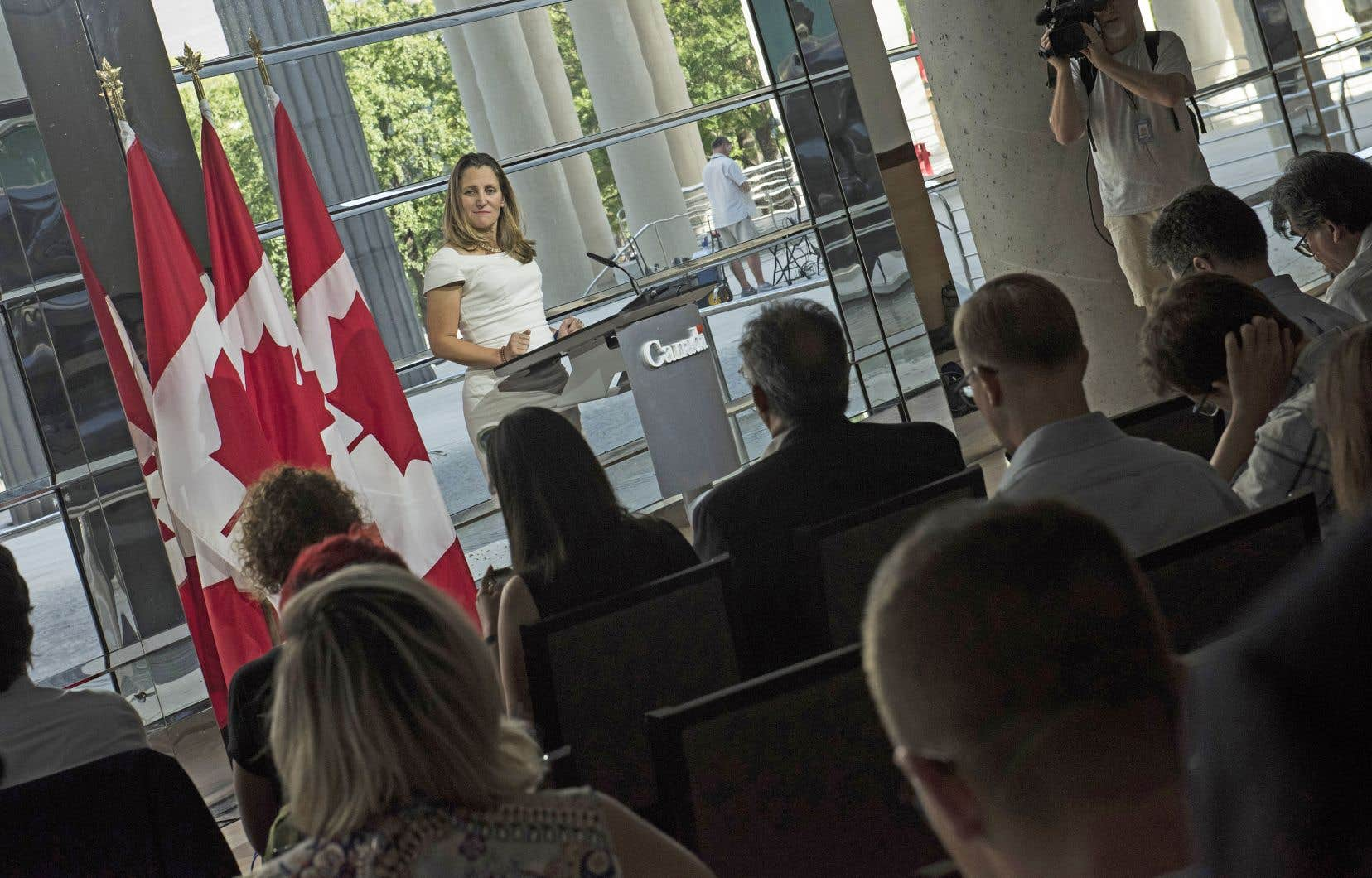 La ministre canadienne des Affaires étrangères, Chrystia Freeland, en conférence de presse. Un nouvel ALENA, négocié sous la contrainte, dans le seul but de servir les intérêts d'une élection de mi-mandat aux États-Unis, deviendra un mauvais accord pour les Canadiens.