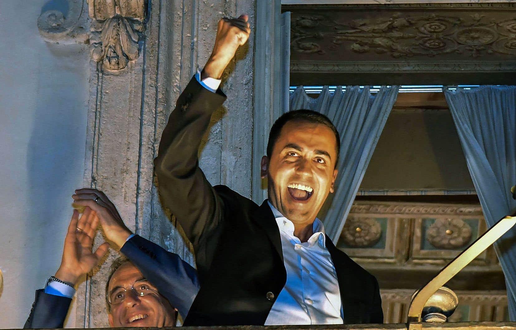 Le vice-premier ministre italien, Luigi Di Maio, célébrant, jeudi, l'accord budgétaire