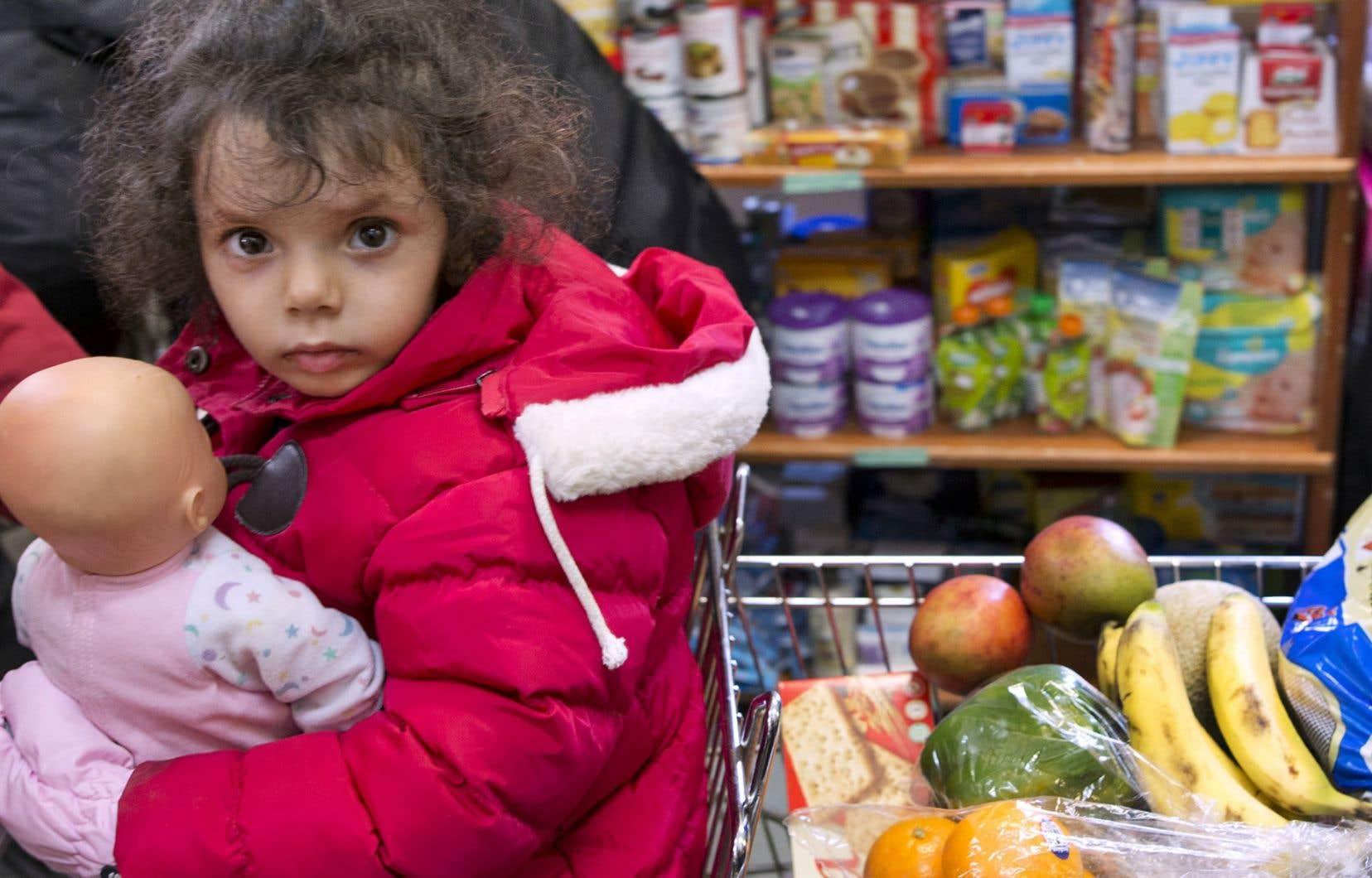 Alors que les demandes en aide alimentaire ne suffisent plus, il serait bon de rappeler qu'une véritable politique de lutte contre la pauvreté n'est pas à chercher dans les spéciaux de circulaires ni dans «des conseils culinaires pour gens démunis».