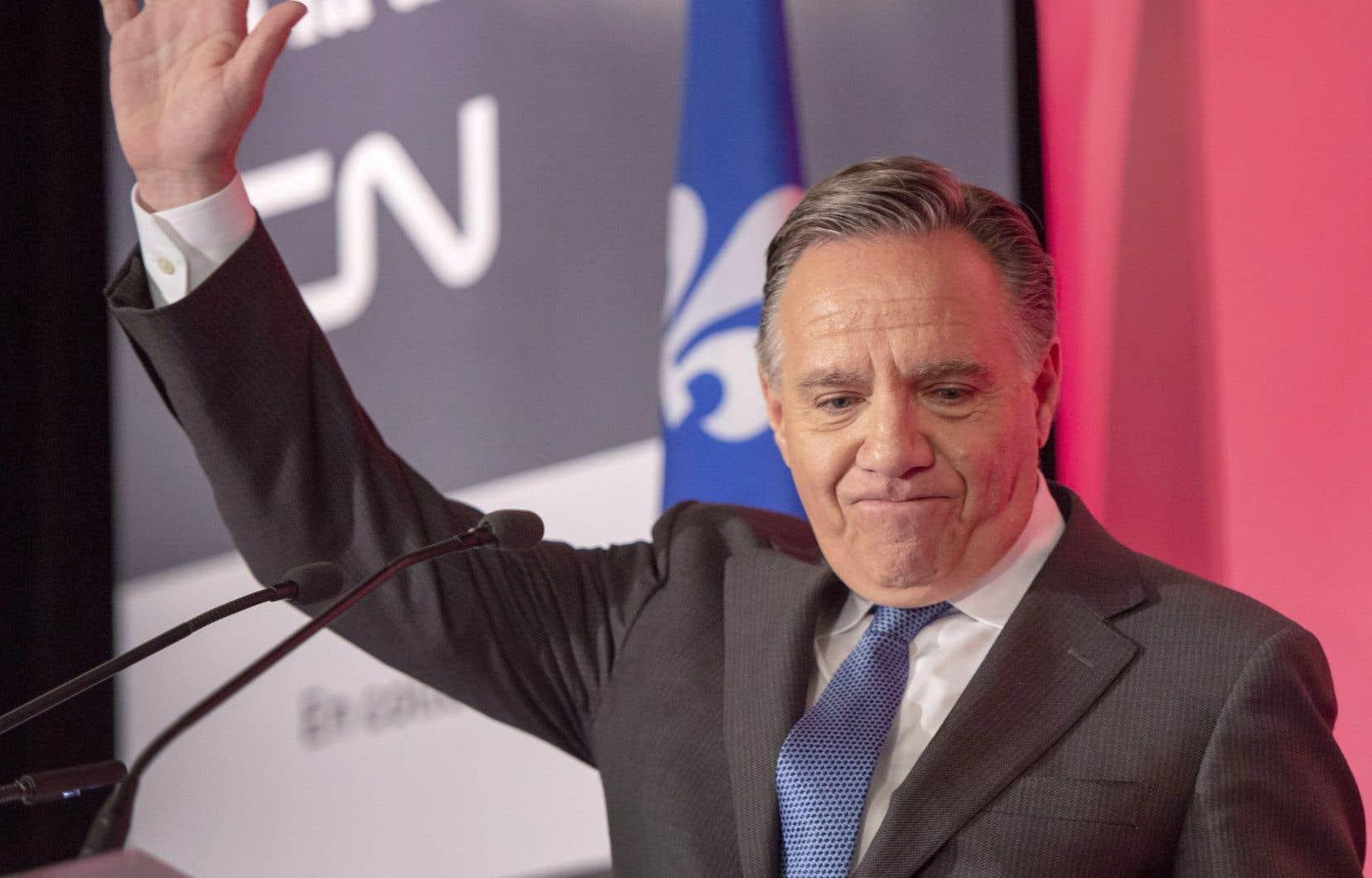 Chez les francophones, la CAQ domine largement (37%), devant le PQ (24%), QS (20%) et les libéraux (17%).