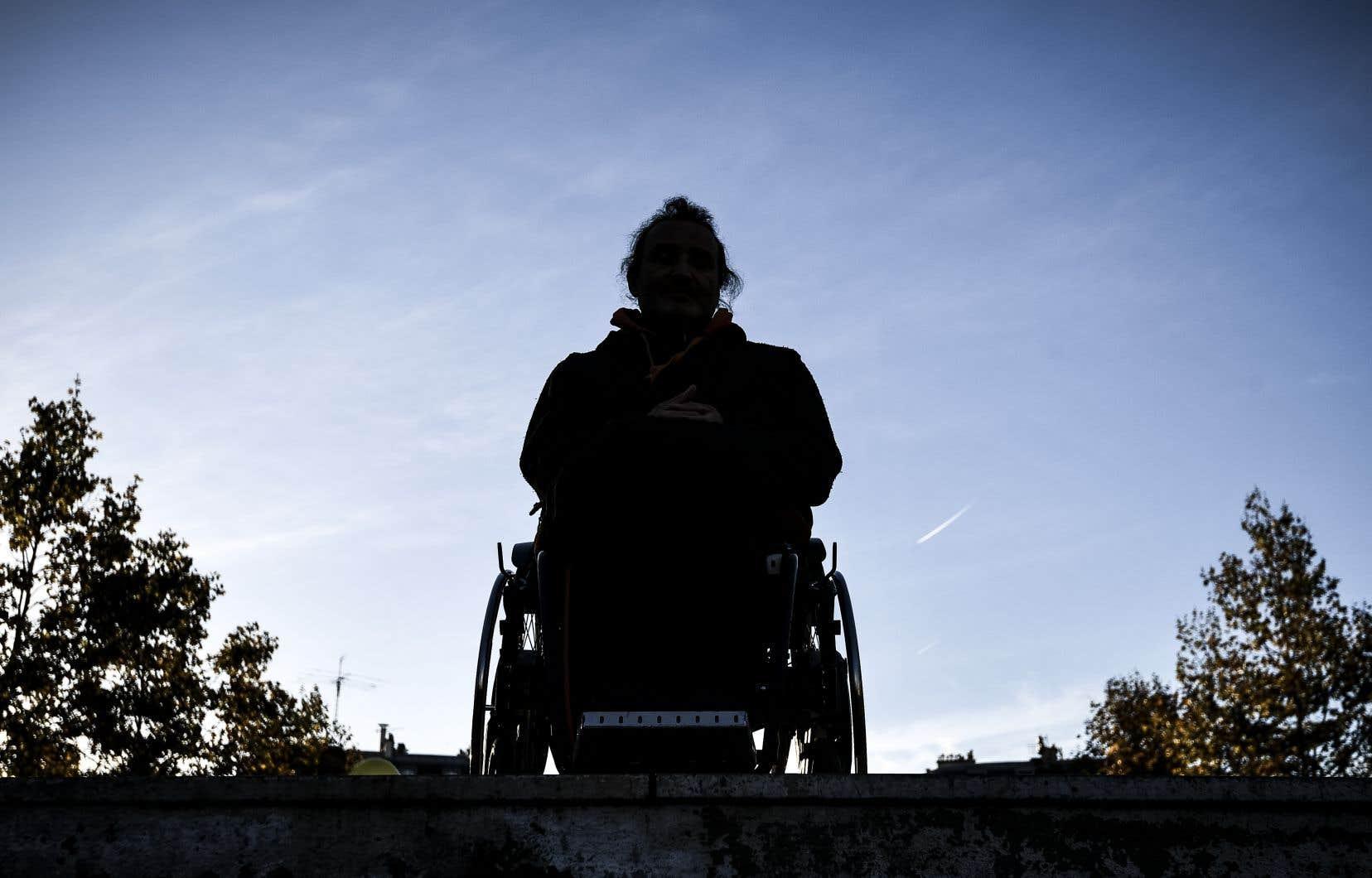 De nombreuses équipes s'affrontent à travers le monde. Qui fera remarcher, le premier, le mieux ces patients lourdement handicapés?