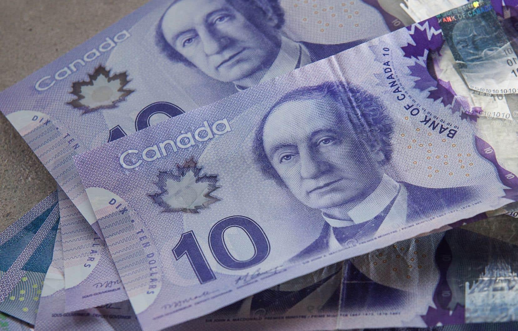 En Alberta, 254 00 personnes, soit 11% des travailleurs, gagnent moins de 15$ l'heure.