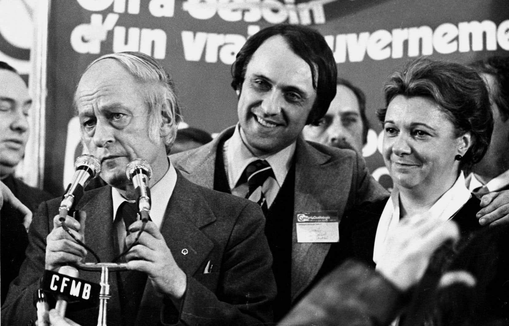 15novembre 1976. Devant une foule survoltée de plus de 10000 personnes, le chef du Parti québécois, René Lévesque, lance son désormais célèbre «je n'ai jamais pensé que je pourrais être aussi fier d'être Québécois».