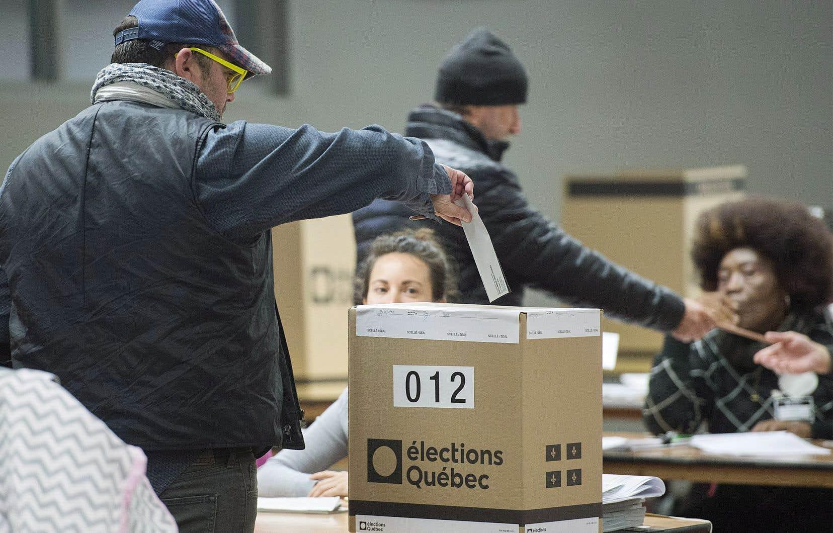 Avec 74 députés élus, la CAQ formera le prochain gouvernement majoritaire.