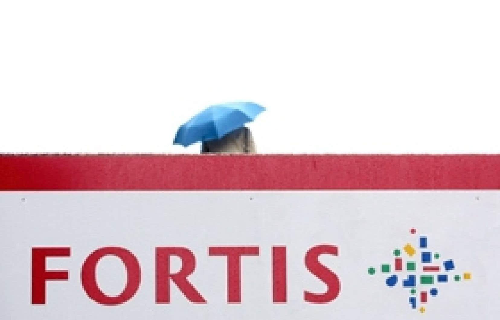 Le gouvernement belge a été informé vendredi que Fortis, le groupe belgo-néerlandais numéro un de l'assurance et de la banque en Belgique, risquait d'être totalement à court de liquidités. Les gouvernements ont injecté la somme totale de 11,