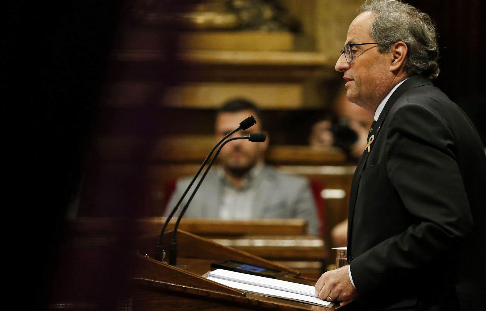 Devant le parlement catalan, Quim Torra a finalement pris ses distances avec les participants aux échauffourées de lundi en assurant que la «mobilisation» séparatiste devait rester «radicalement non violente».