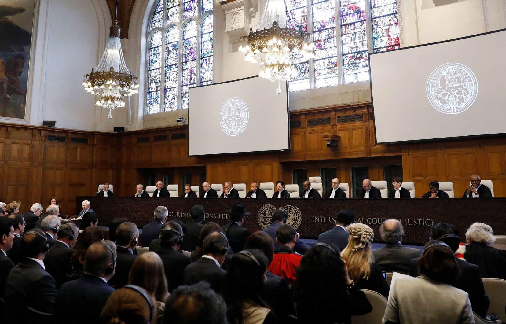 Les juges de la plus haute instance judiciaire des Nations unies ont décidé que les sanctions visant certains biens constituaient une violation du traité d'amitié de 1955 censé encourager les échanges commerciaux entre les deux pays.