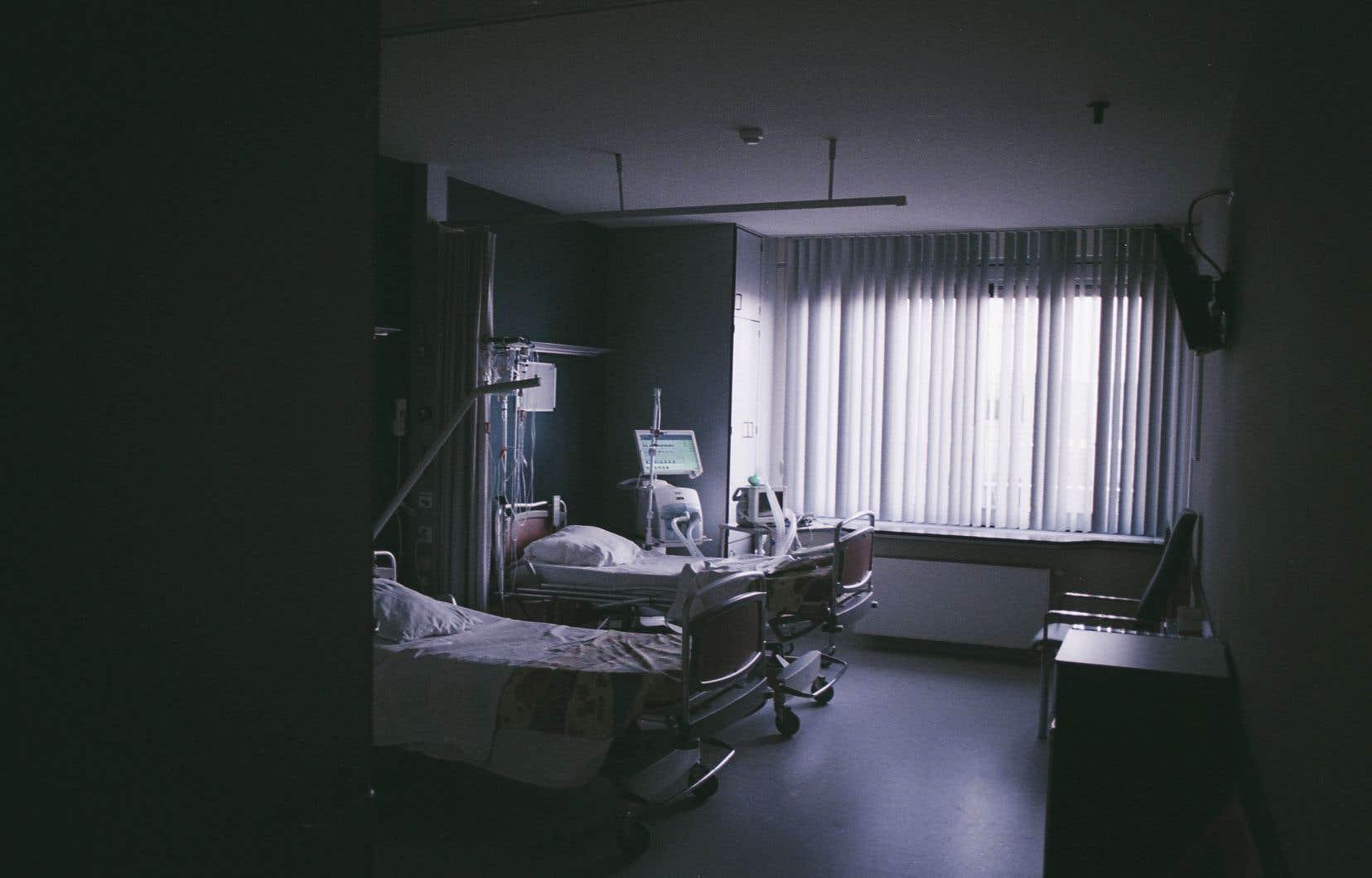 La loi 10, adoptée en 2015, a lancé une réorganisation de la gouvernance dans le système de santé avec la fusion d'administrations et la centralisation de pouvoirs.
