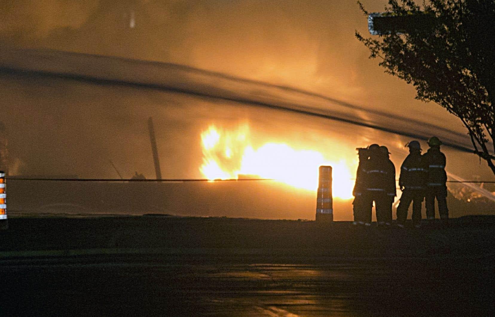 Cinq ans après la tragédie de Lac-Mégantic, un auteur et des survivants réclament encore une enquête publique sur l'accident ferroviaire qui a fait 47 morts.