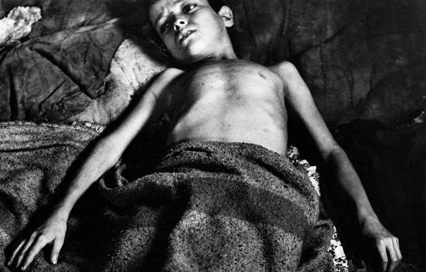 Gordon Parks, «Flávio après une crise d'asthme», Rio de Janeiro, Brésil, 1961