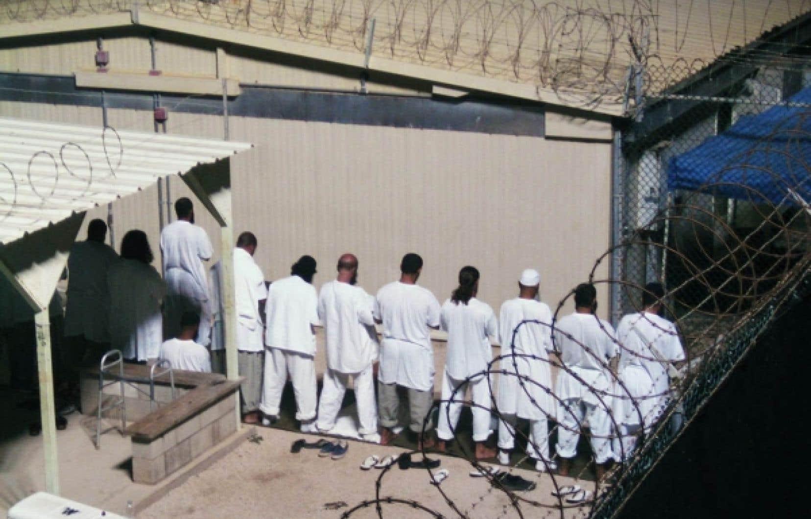 L'heure de la prière matinale au camp américain de Guantánamo, sur l'île de Cuba