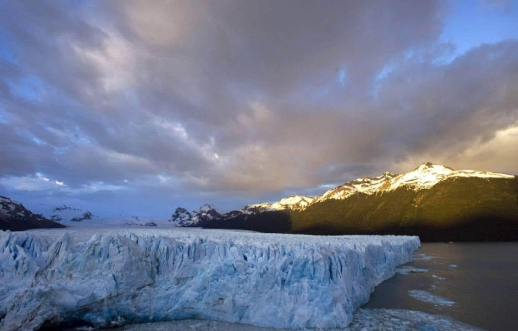 La fonte des glaciers témoigne des changements climatiques qui affectent la planète.