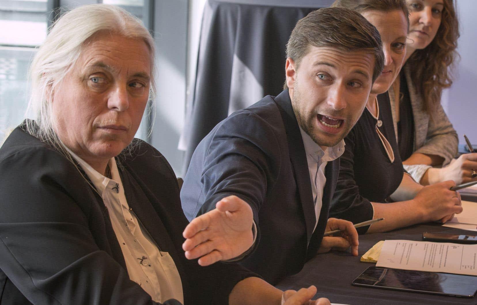 Les co-porte-parole de Québec solidaire, Gabriel Nadeau-Dubois et Manon Massé, ont jugé «contre-productif» de s'attarder à la question des signes religieux dans la fonction publique.