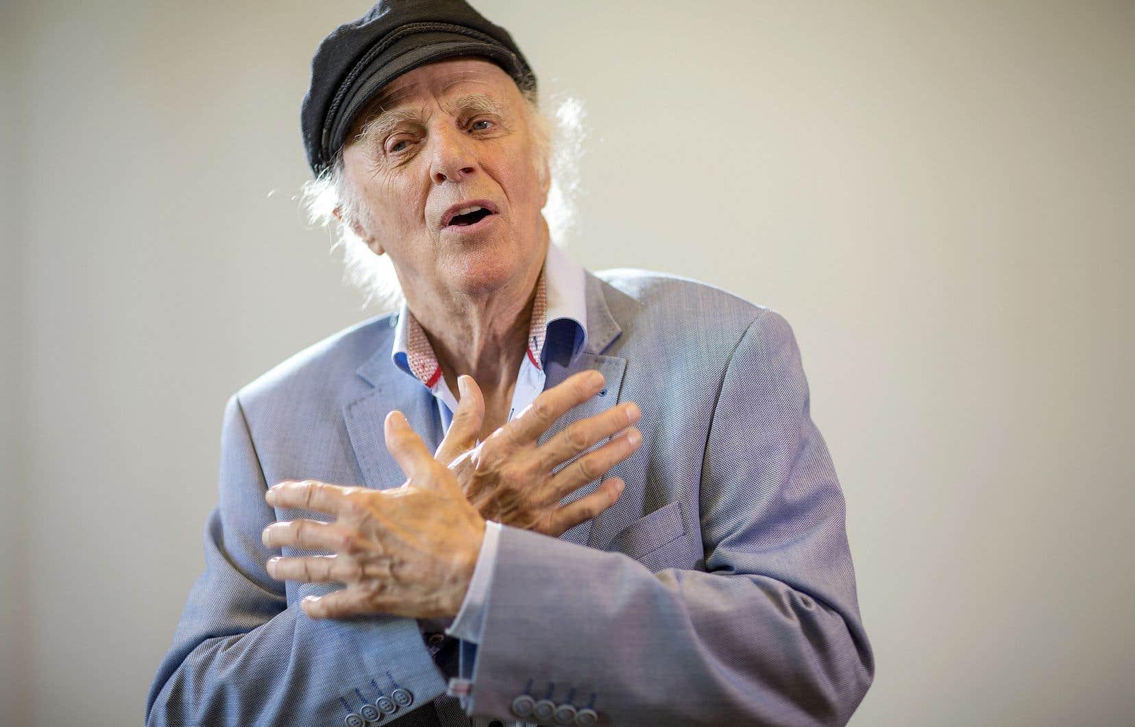 Ni conférence ni récital, pas plus qu'entrevue. Gilles Vigneault a convié son public à une «conversation» à laCinquième Salle de la Place des Arts vendredi.