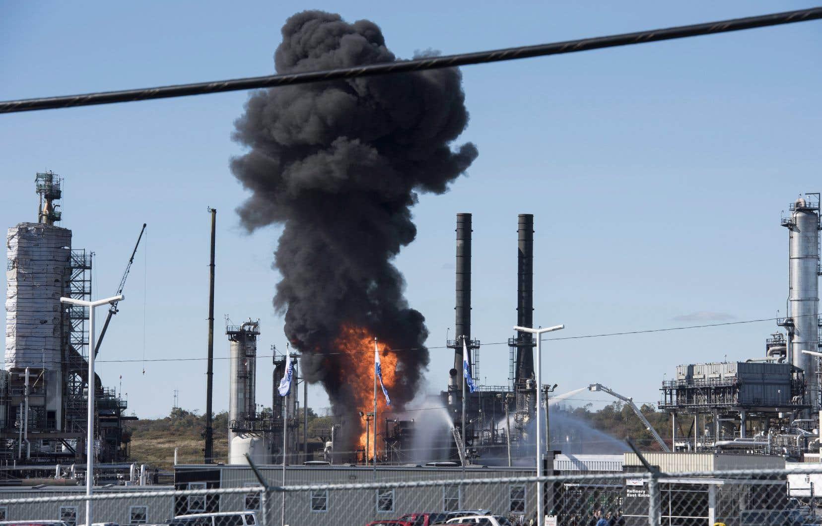 Lundi, la raffinerie comptait quelque 3000 travailleurs, mais la plupart des installations étaient fermées pour d'importants travaux d'entretien.