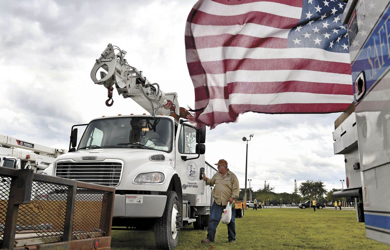 Des réparateurs de lignes électriques ont été déployés sur le territoire de la Floride pour répondre rapidement aux urgences causées par l'ouragan «Michael».