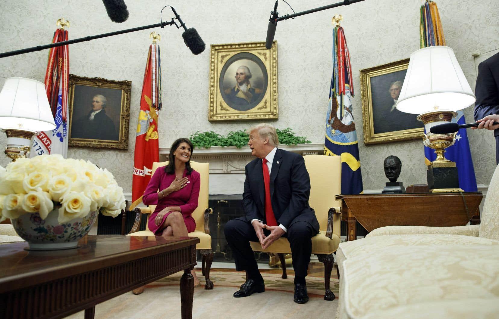 Nikki Haley et Donald Trump ont annoncé ensemble le départ de l'ambassadrice américaine aux Nations unies, mardi matin, sans fournir d'explications claires pour justifier cette décision.