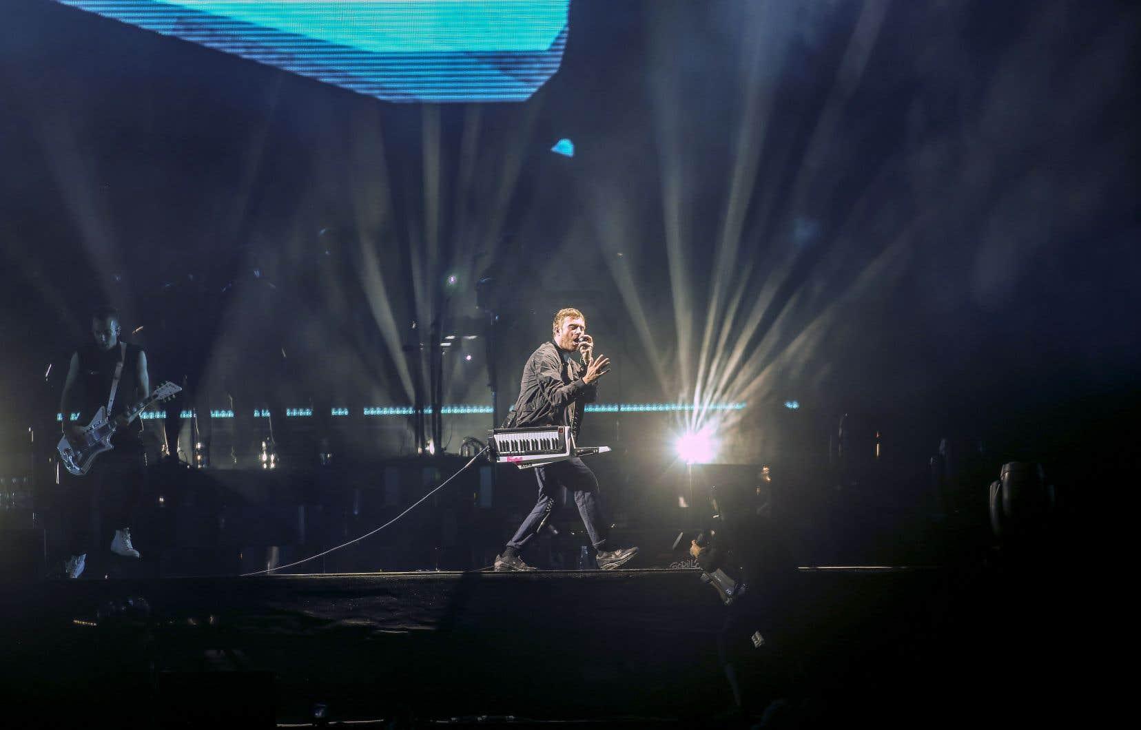 Aucun effet scénographique pour le concert, sinon les écrans géants et un solide système d'éclairage. Tout le budget a été investi dans le personnel, la douzaine de musiciens et les invités spéciaux.