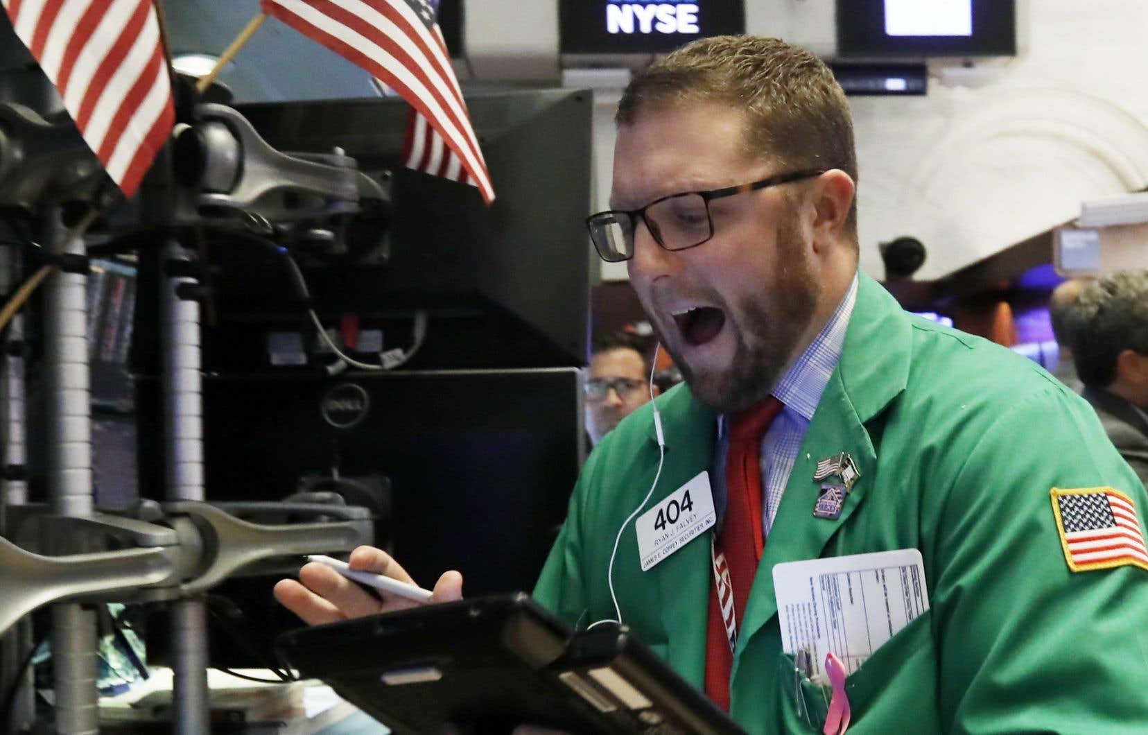 Selon des résultats définitifs à la clôture mercredi, l'indice vedette de la place new-yorkaise, le Dow Jones, a cédé 3,2 %, à 25598,74 points, sa plus mauvaise séance depuis février.