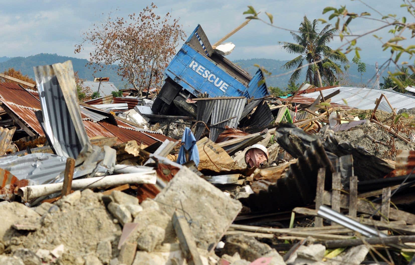<p>Palu, située sur la côte ouest des Célèbes, et ses environs ont été dévastés par le tremblement de terre du 28septembre d'une magnitude de 7,5 et le raz de marée qui a suivi.</p>