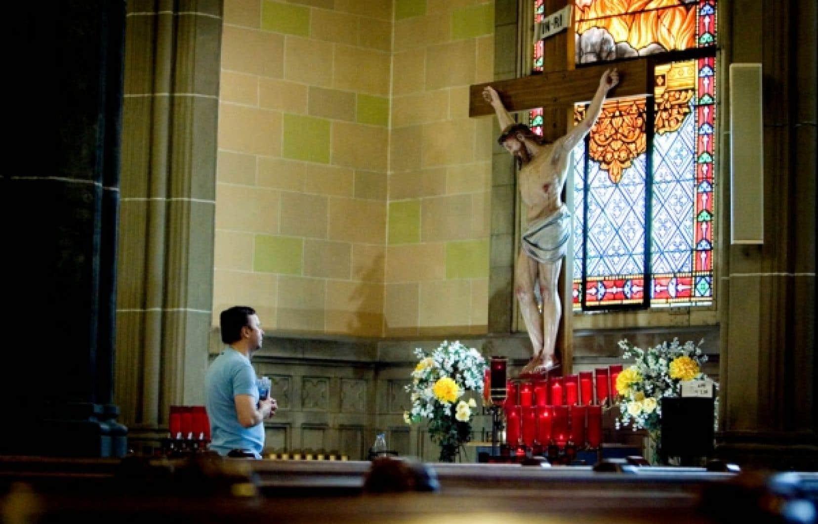 La communauté de l'église Saint-Pierre-Apôtre est composée d'une population largement mâle et homosexuelle.