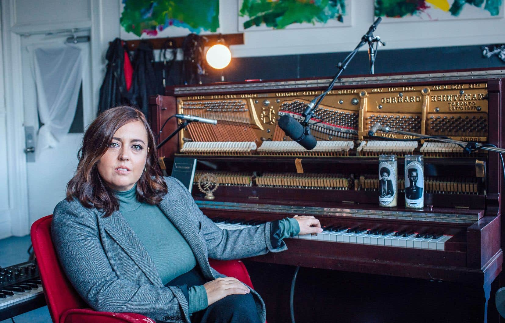 Ce sixième disque d'Ariane Moffatt montre la musicienne sous des facettes parfois sombres, très personnelles, mais en même temps plus universelles.