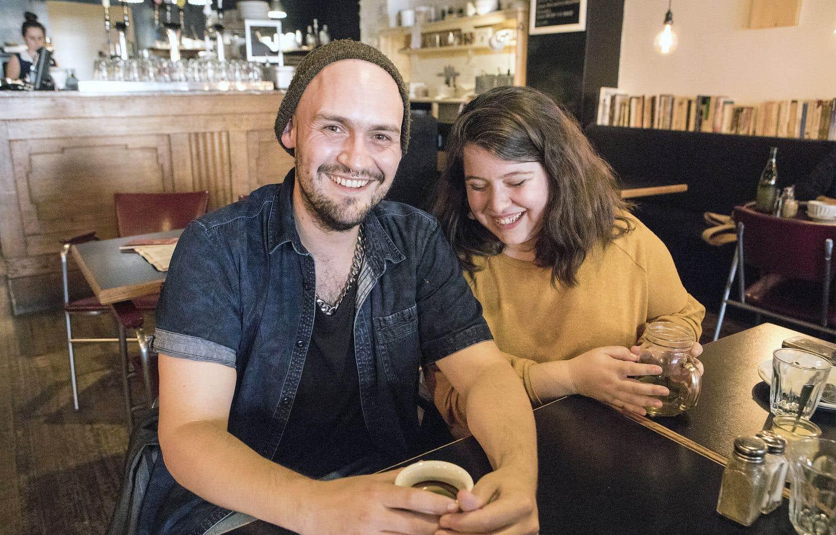 Lors d'une conversation durant leur formation, respectivement en écriture et en mise en scène, à l'École nationale de théâtre, Frédéric Sasseville-Painchaud et Pascale St-Onge ont réalisé qu'ils étaient tous deux des «pratiquants» de BDSM.