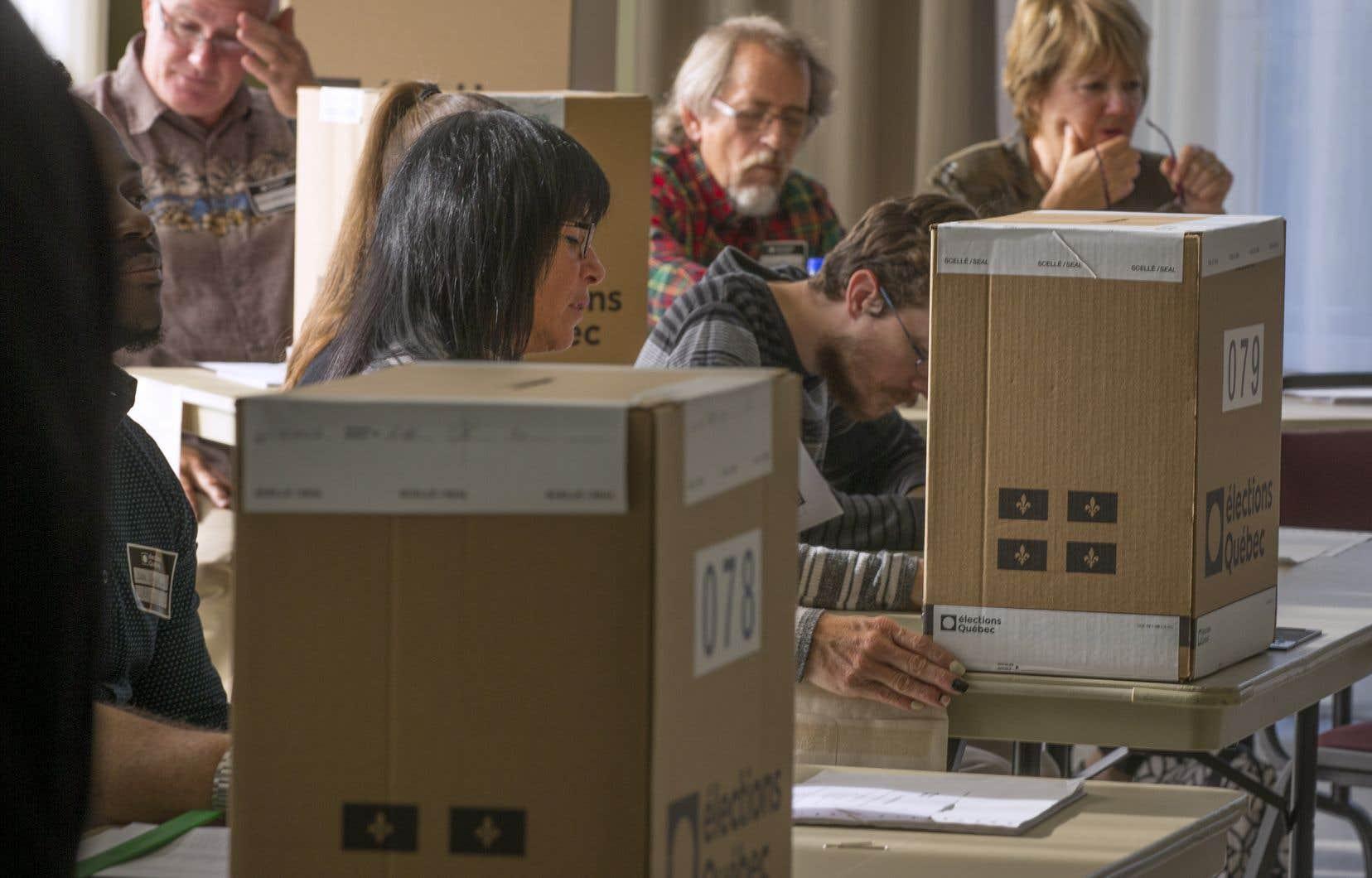 Trois des quatre partis politiques ayant fait élire des députés à l'Assemblée nationale ont pris l'engagement de réformer le mode de scrutin.