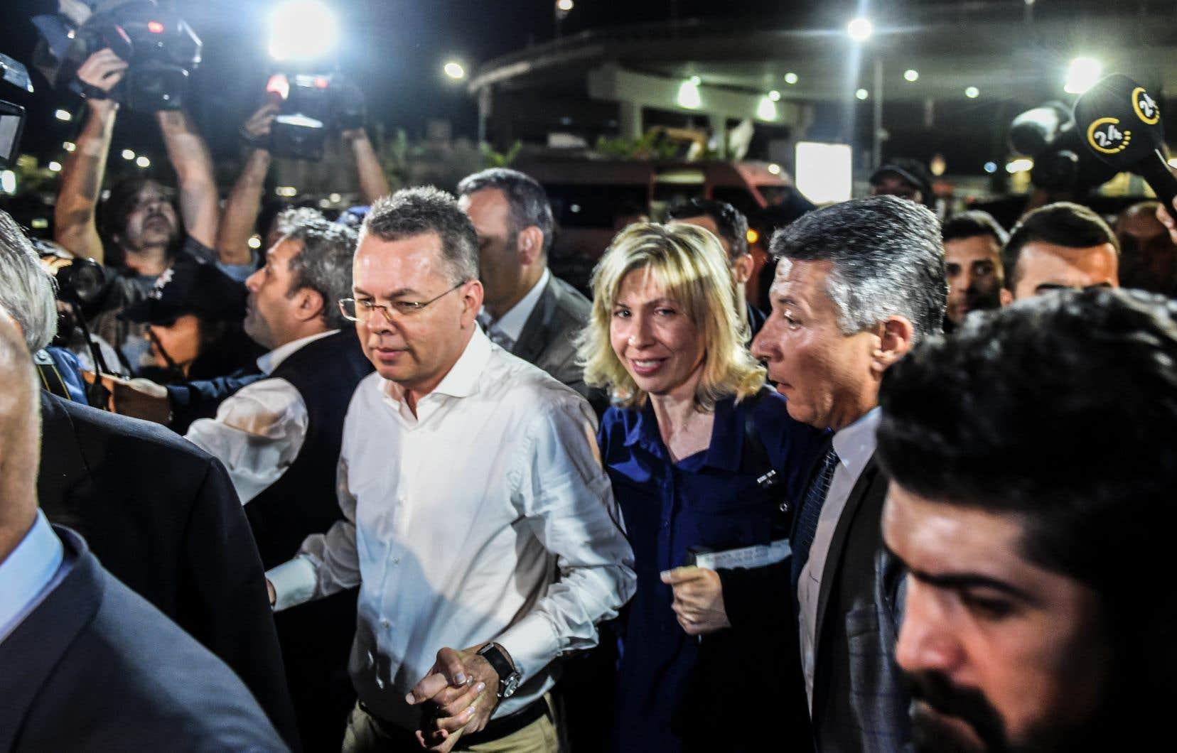 Andrew Brunson s'est vu infliger cette peine de prison après avoir été reconnu coupable de «soutien à des organisations terroristes», en l'occurrence le Parti des travailleurs du Kurdistan (PKK, séparatistes kurdes) et le réseau de Fethullah Gülen, le prédicateur accusé par Ankara d'avoir orchestré le putsch manqué de juillet 2016.