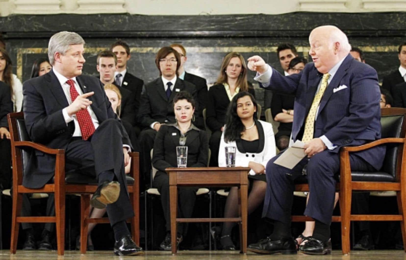 Le premier ministre Stephen Harper interrogé par le sénateur conservateur Mike Duffy.