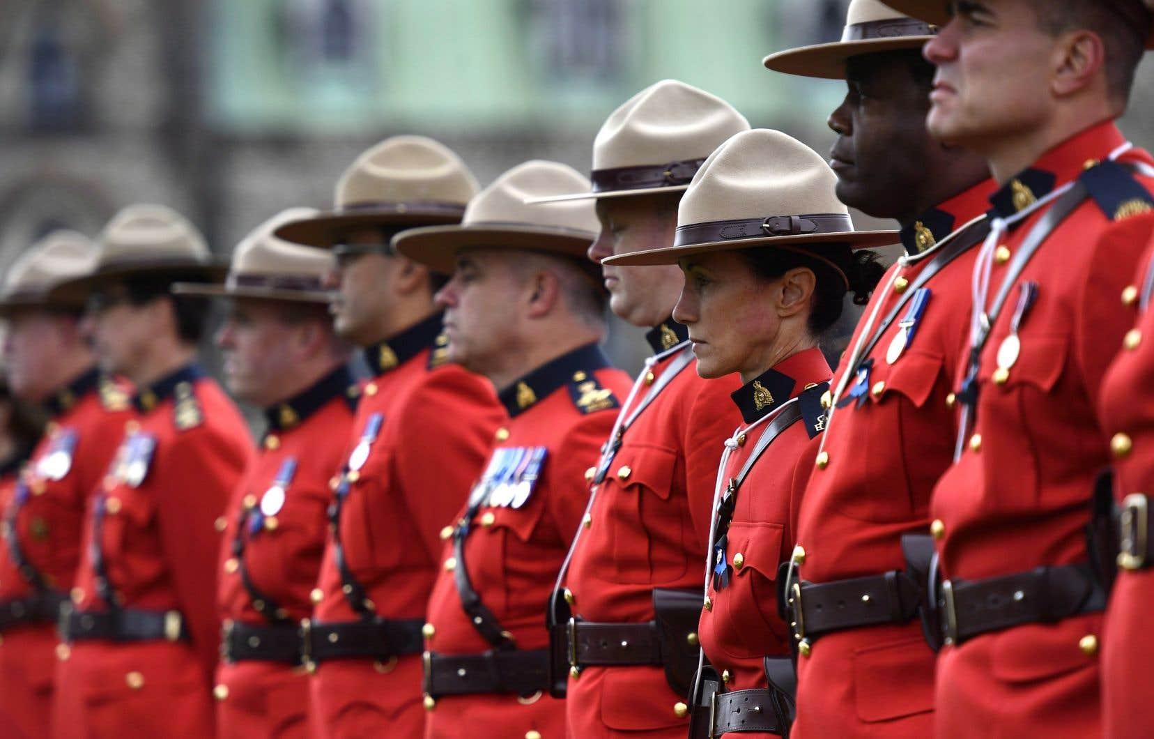 Les policiers de la Gendarmerie Royale du Canada devront s'abstenir de consommer du cannabis 28 jours avant de reprendre du service.
