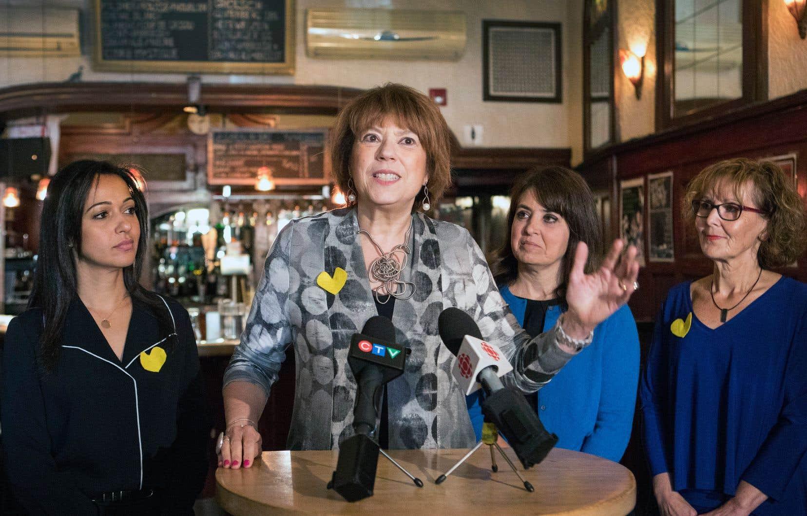 Les représentantes des quatre partis politiques à Québec, Ruba Ghazal, Hélène David, Véronique Hivon et Lise Lavallée, ont uni leurs voixpour les victimes d'agressions sexuelles.