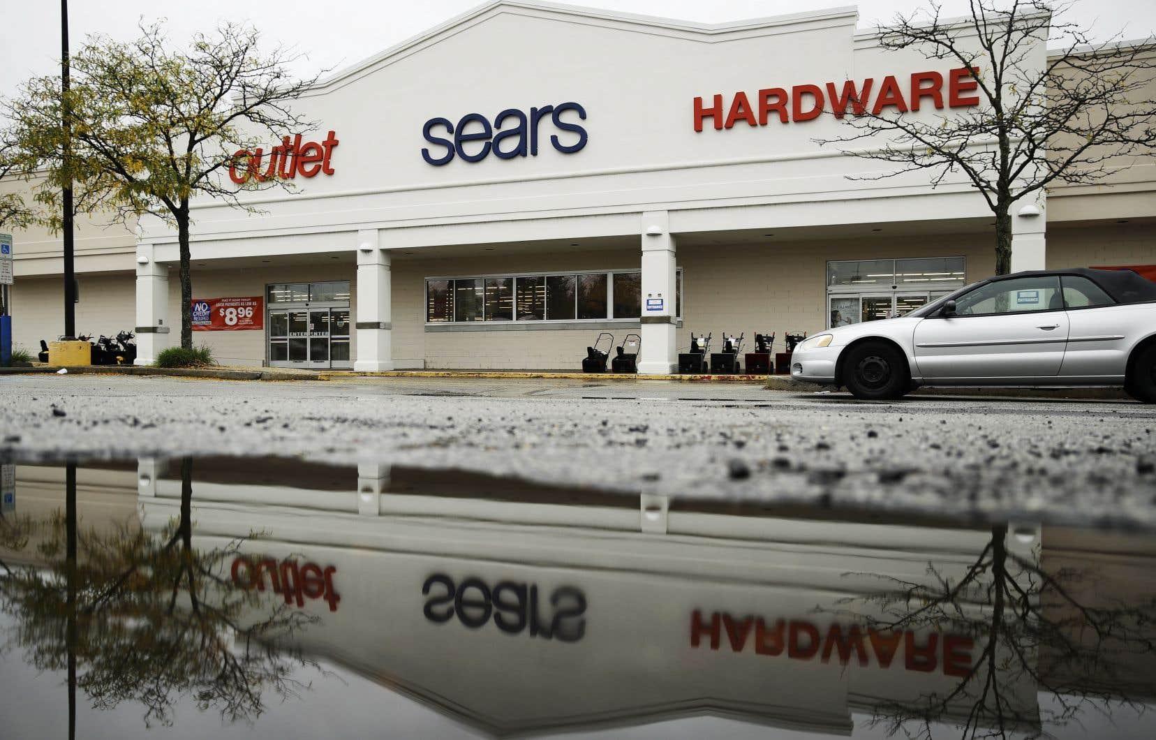 Sears Holdings, qui détient les bannières Sears et Kmart, fermera 142 magasins déficitaires vers la fin de l'année, et les ventes de liquidation devraient commencer bientôt.