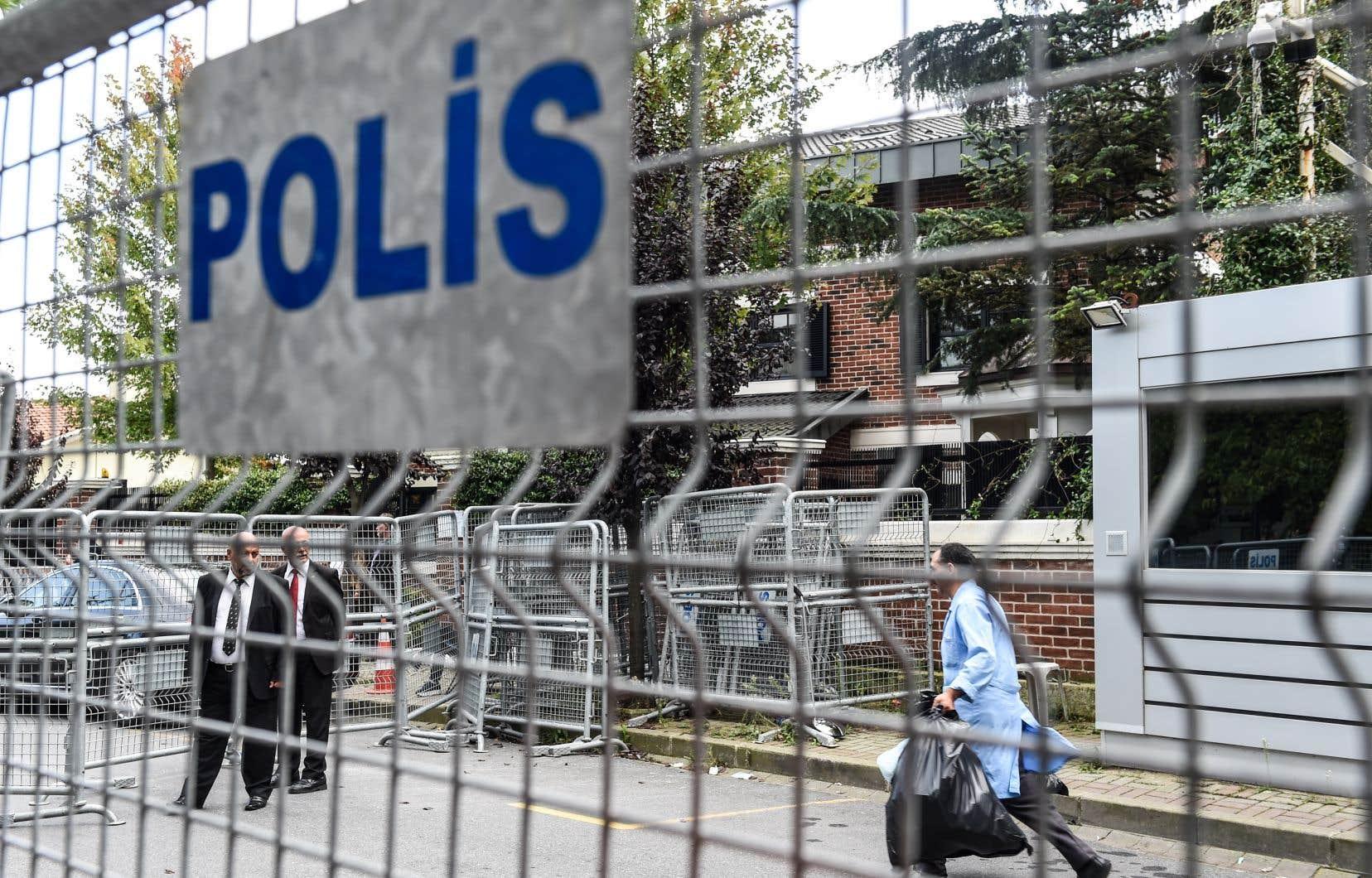 D'importants éléments de preuve ont été découverts par la police dans le consulat saoudien, selon un responsable turc cité par l'Associated Press.