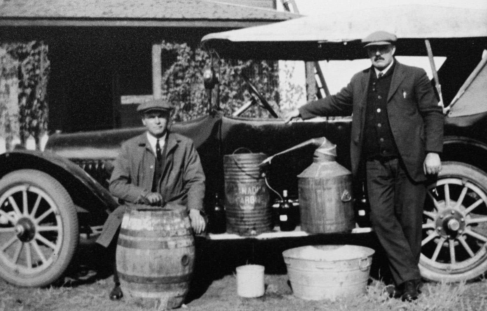 Qui dit prohibition dit contrebande. Cette photo montrant des contrebandiers a été prise en Alberta en 1922.