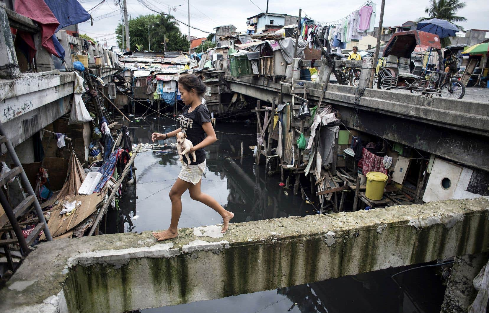 Une jeune fille à Manille, aux Philippines. Le progrès contre la pauvreté a été particulièrement spectaculaire en Asie de l'Est, rapporte la Banque mondiale.