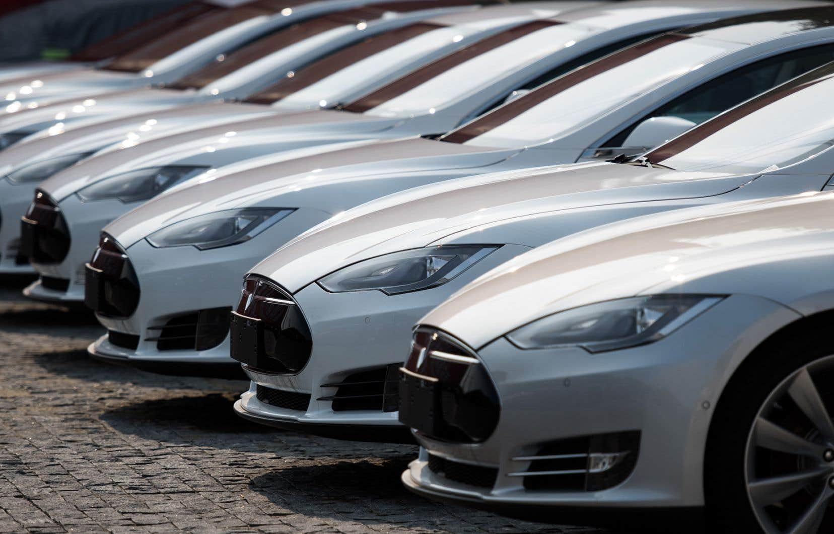 La production de Tesla à Shanghai commencera deux à trois ans après le début de la construction de l'usine. Sa cadence atteindra éventuellement 500000 véhicules par an.