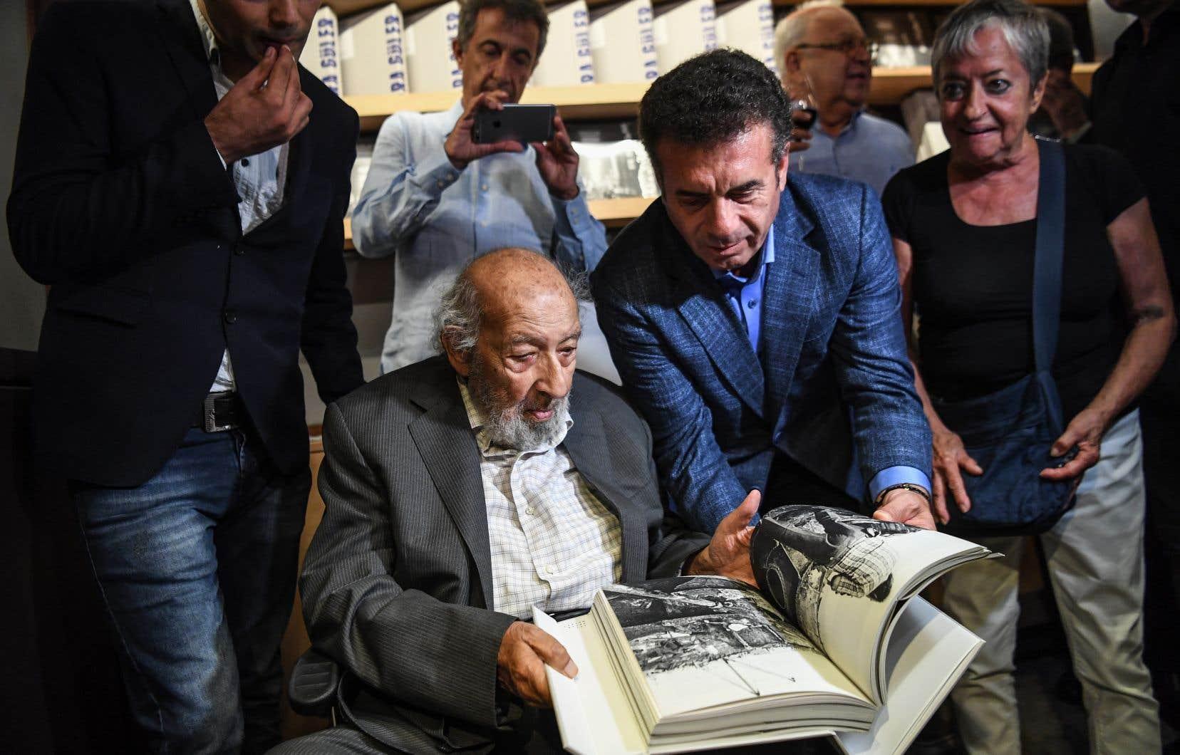 Un musée au nom d'Ara Güler a été ouvert à Istanbul le 16 août dernier, jour de son 90e anniversaire, afin de célébrer ses oeuvres.