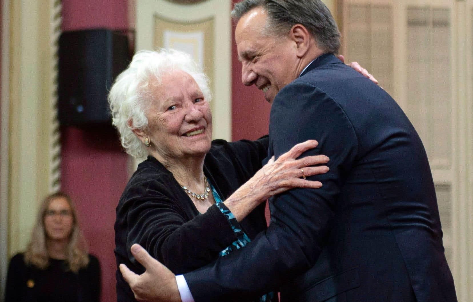 La mère de François Legault, Pauline, était particulièrement fière d'assister à l'assermentation du conseil des ministres de son fils.