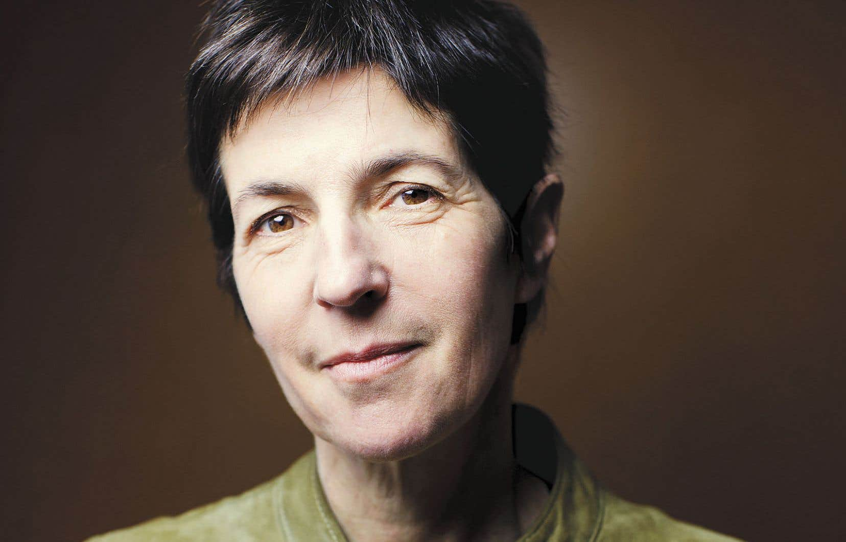 L'auteure Christine Angot tangue ici avec une certaine maladresse entre le banal et l'universel, plus attentive aux mouvements de la vie domestique qu'aux variations du coeur.