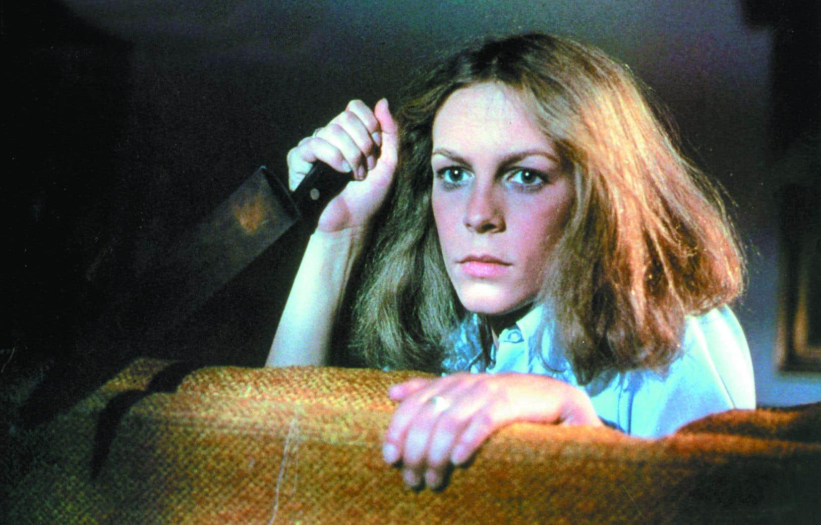 Laurie se débarrasse trop vite de son couteau dans le film original.
