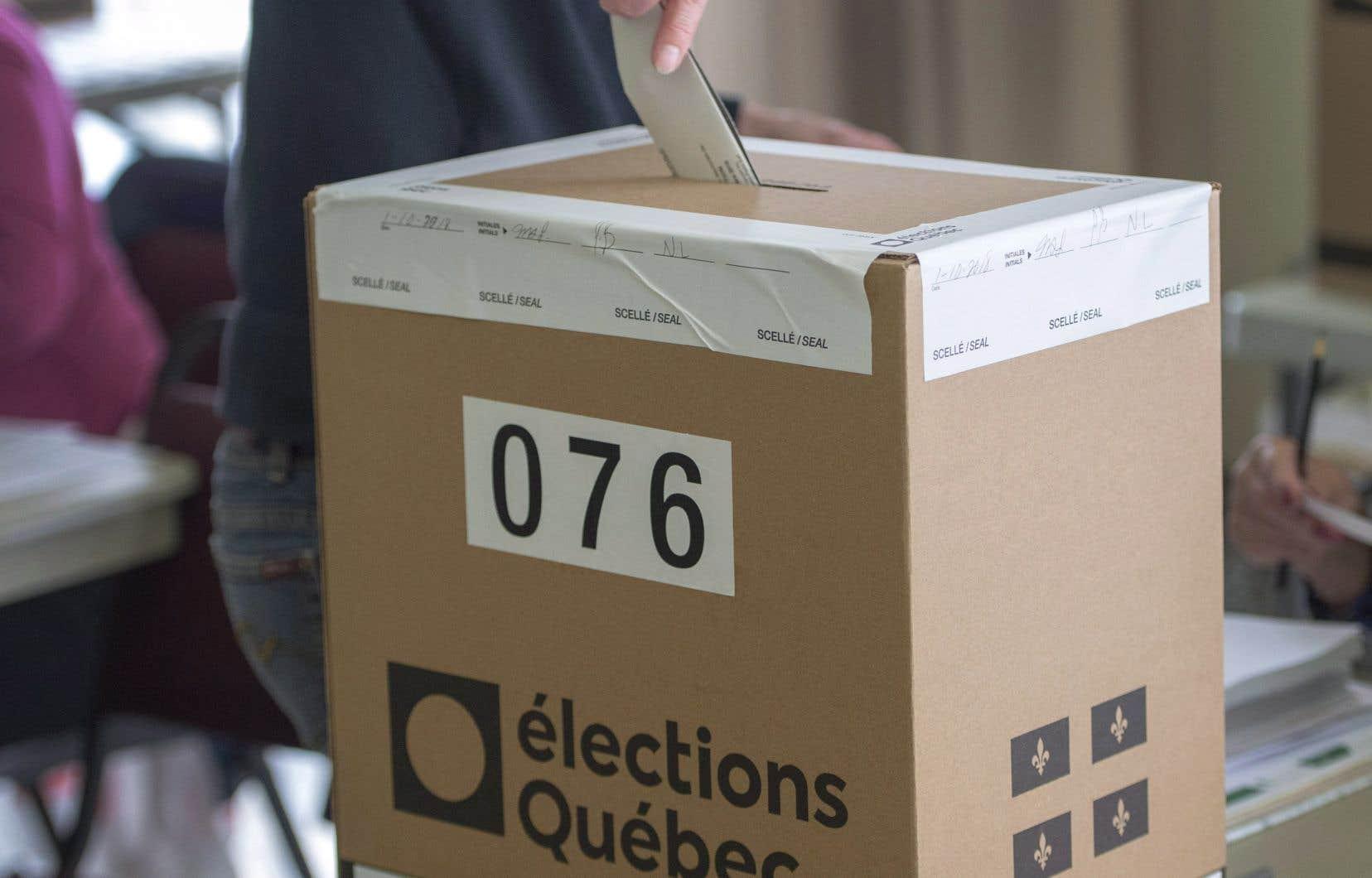 À la dernière élection générale, le Québec a connu son deuxième pire taux de participation des 91 dernières années, rappelle l'auteur.