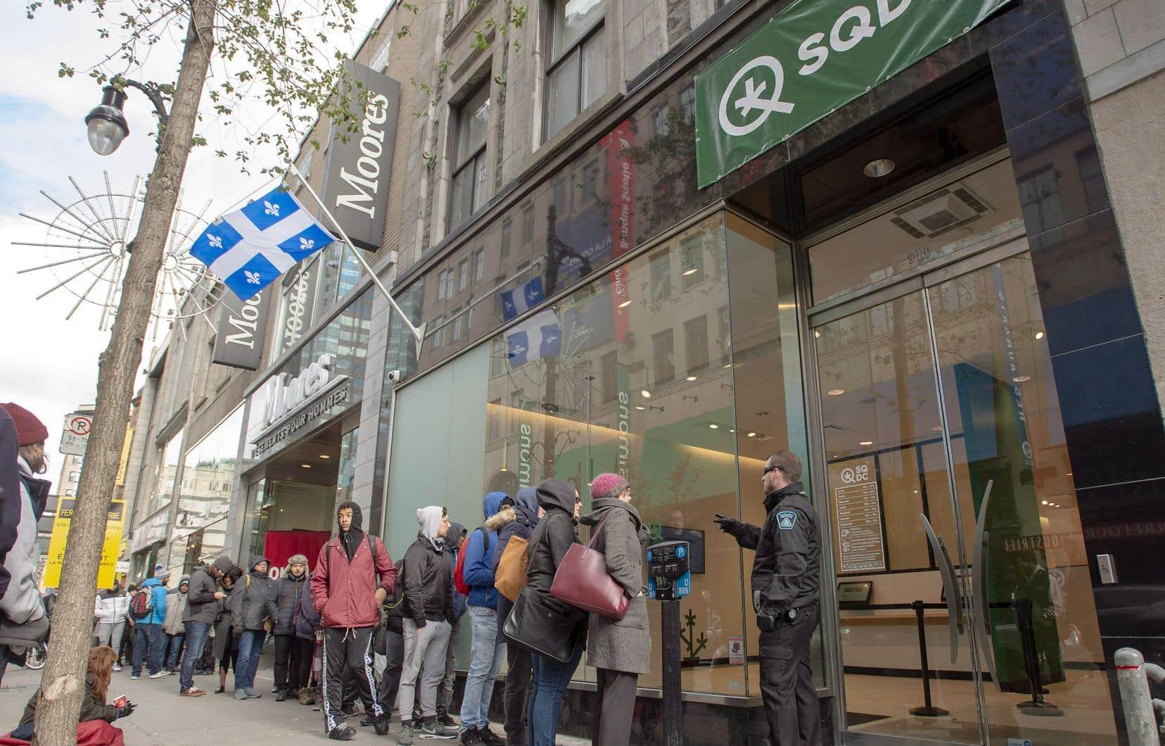 La CSN a annoncé vendredi le dépôt d'une requête en accréditation qui couvrirait d'un seul coup l'ensemble des magasins de la SQDC au Québec.