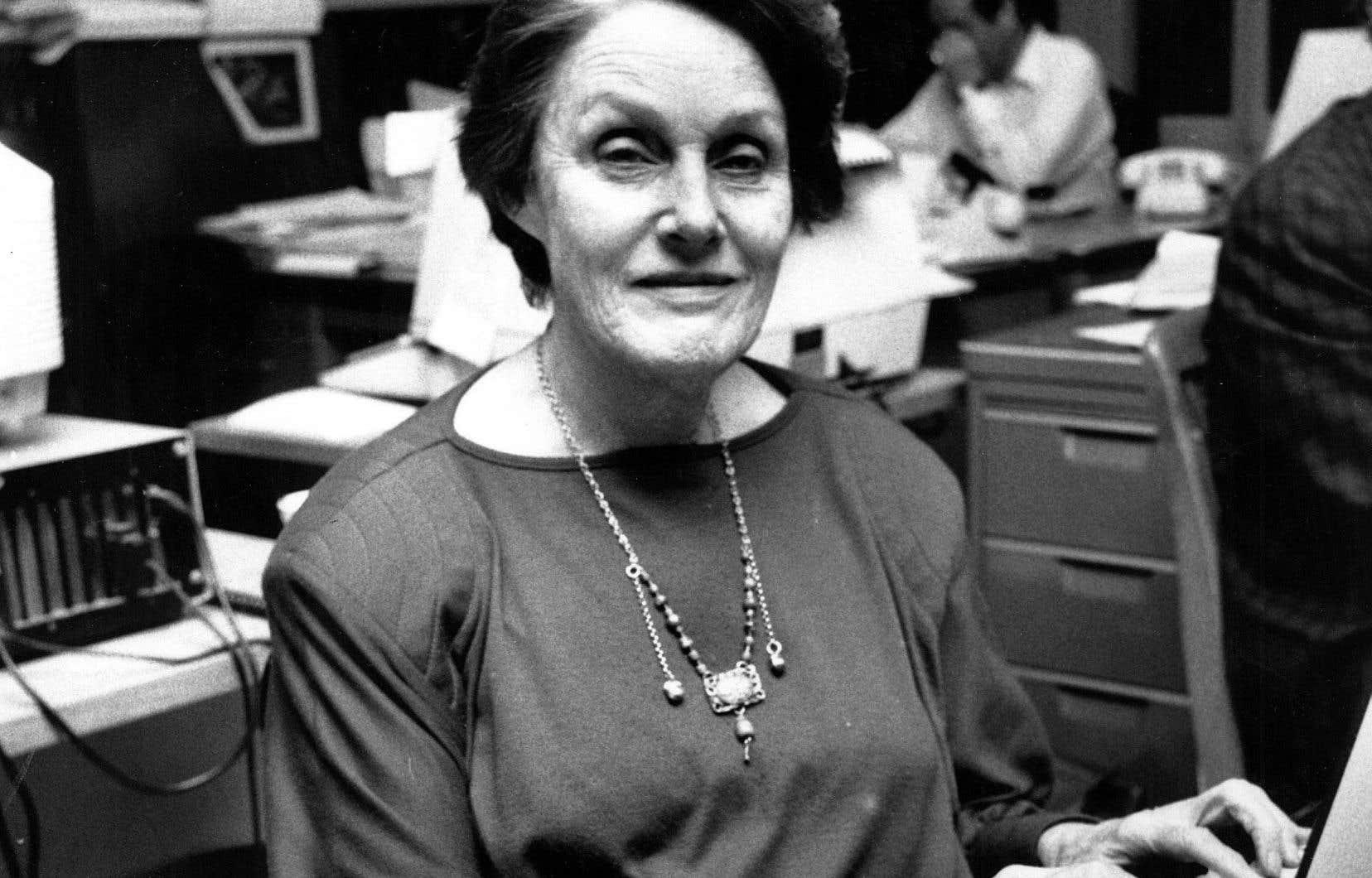 Renée Rowan est la première femme journaliste à Montréal à la fin des années 1940 à être exclusivement attitrée à la section générale d'un grand quotidien.