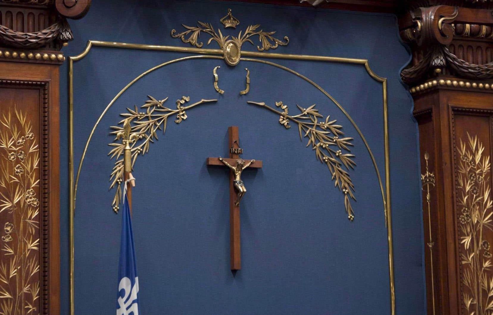 «Un objet comme le crucifix peut être reconnu d'intérêt patrimonial et conséquemment posséder le statut de bien patrimonial en vertu de la loi québécoise. Mais il peut aussi ne faire l'objet d'aucune reconnaissance ou protection et présenter une valeur culturelle», explique l'auteur.