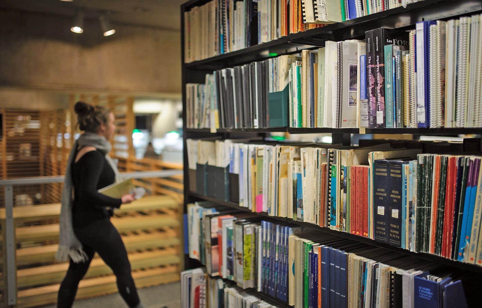 Actuellement, 49% des municipalités n'emploient aucun bibliothécaire. Près de 17% des bibliothèques n'ont pas d'employés spécialisés — ni bibliothécaire, ni technicien en documentation.